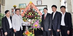Bí thư Tỉnh ủy Nguyễn Đức Hải chúc mừng trường THPT Chuyên Nguyễn Bỉnh Khiêm có học sinh đạt giải Nhất môn toán cấp quốc gia
