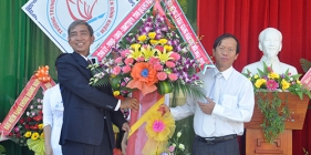 Trường THPT chuyên Nguyễn Bỉnh Khiêm tổ chức lễ khai giảng năm học mới 2014-2015
